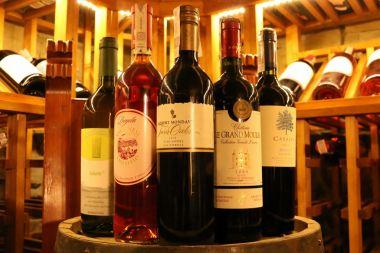 muzyczna-degustacja-win-lubimywinopl-21042017-folwark-stara-winiarnia-1